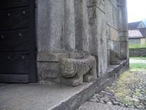 Leone stiloforo nel portale principale