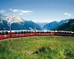 monti-e-pianori-attraversati-dal-trenino-rosso